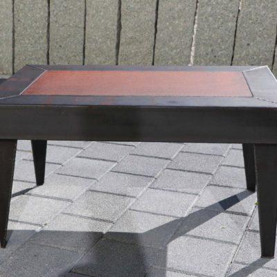 Table basse plateau tôle rouillée